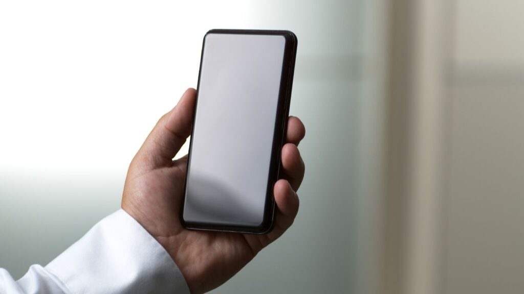 This time can be said that Victus seems to be able to guarantee scratch resistance doubled compared to Gorilla Glass 6. Furthermore, according to what's reported by Corning, the new glass allows resistance even for drops from about 1.80 meters. However, we need to be aware that these are parameters provided by the company, and that in