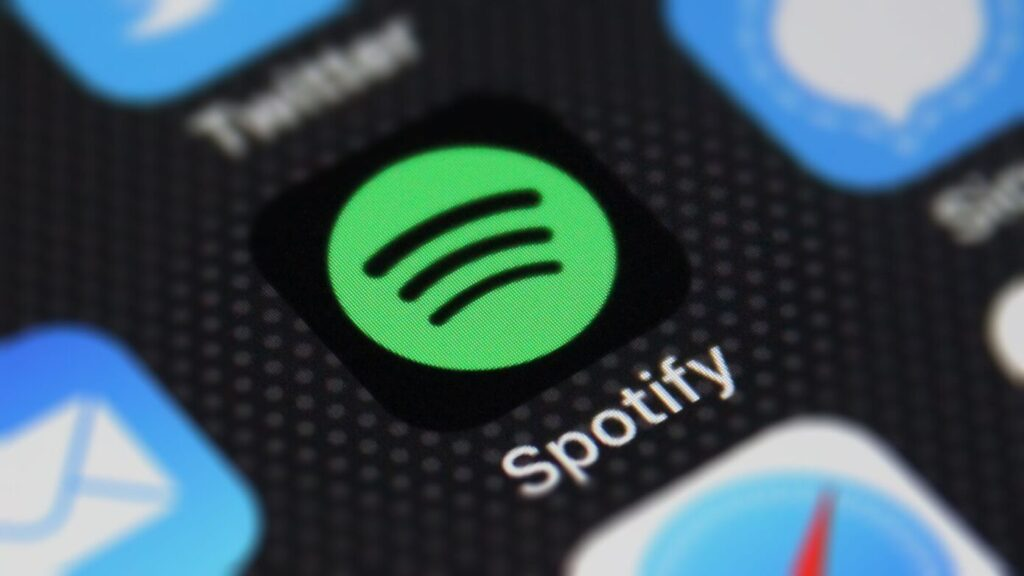 Spotify now allows its premium users to listen to music and podcasts with friends and family at the same time. With this beta feature, premium users can generate sessions for up to five people who can listen to music simultaneously. Most importantly, all participants will need a Spotify premium subscription to access the feature.